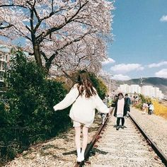imagem discovered by ve angel. Discover (and save!) your own images and videos on We Heart It Ulzzang Korean Girl, Cute Korean Girl, Ulzzang Fashion, Korean Fashion, Uzzlang Girl, Korean Aesthetic, Poses For Pictures, Cute Photos, Aesthetic Pictures