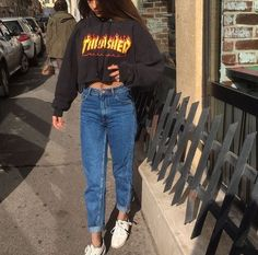 cropped sweatshirt and mom jeans. Grunge Outfits, Trendy Outfits, Girl Outfits, Cute Outfits, Fashion Outfits, Skater Outfits, Indie Outfits, Thrasher Outfit, Stylish Clothes