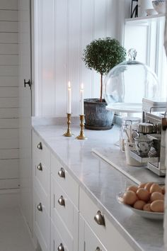 piece of marble for pantry work Grey Interior Design, Restaurant Interior Design, Interior Design Inspiration, Beige Living Rooms, Kitchen Interior, Interior Design Living Room, Big Kitchen, Kitchen Dining, Kitchen Decor