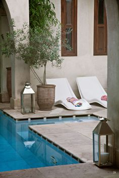<p>Brits Vanessa Branson and Howell James turned an old riad in Marrakech into a luxury boutique hotel, El Fenn.The once-crumbling palatial grounds have since been restored to a complex of three swim