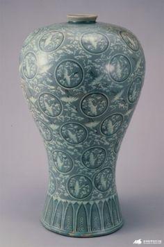청자 상감운학문 매병 Korean Pottery, Korean Art, 3d Design, Oriental, Clay, Shapes, Traditional, Projects, Crafts