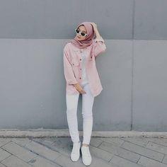 Hijab ootd hijab t shirt Modern Hijab Fashion, Street Hijab Fashion, Hijab Fashion Inspiration, Fashion Pants, Fashion Outfits, Dress Fashion, Women's Fashion, Trendy Fashion, Latest Fashion