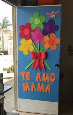 Painel para o Dia das Mães: 25 Inspirações para Decorar a Escola! Soft Board Decoration, Class Decoration, Kids Crafts, Preschool Crafts, Art Drawings For Kids, Art For Kids, School Door Decorations, Stencil Painting On Walls, Art N Craft