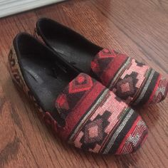 Flats Worn a few times. They've been in my closet so they may look a little old. Still in good condition. Forever 21 Shoes Flats & Loafers