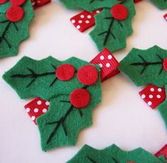 Holly Felt Hair Clip - Red, White and Green Winter Clippies - A cute holiday barrette - Christmas and Winter Felt Hair Bows - Hairbow Holly Felt Hair Clip No tut just idea Christmas Hair Bows, Felt Christmas, Christmas Ornaments, Felt Hair Bows, Felt Hair Clips, Ribbon Hair, Felt Crafts, Holiday Crafts, Barrettes
