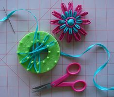 This week, Cathy of Cathy of California makes her CraftStylish debut with this stunning flower loom how-to.