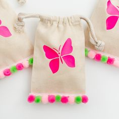 No-Sew Mini Pom Pom Party Favor Bags - Creative Mom 101 - garden landscaping Garden Party Favors, Party Favor Bags, Goodie Bags, Favor Favor, Favor Boxes, Butterfly Garden Party, Butterfly Bags, Diy Bags Purses, Craft Bags