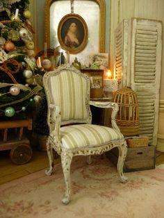 Cabriolet miniature en bois Louis XV, Rayures Kaki & blanc, Gris gustavien Shabby, Mobilier pour maison de poupée française à l'échelle 1/12 by AtelierMiniature on Etsy