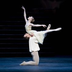Beautiful fluid lift - Romeo & Juliet performed by the Royal Ballet.