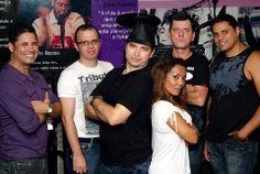 A banda Johnny X faz pocket show na Fnac BarraShopping