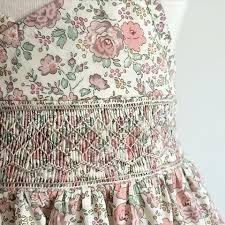 「スモッキング ...」の画像検索結果 Smocking Plates, Smocking Patterns, Kids Frocks, Little Girl Outfits, Heirloom Sewing, Liberty Of London, Smock Dress, Smocked Dresses, Needlework