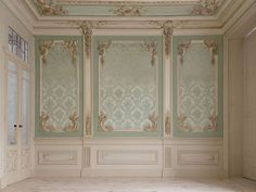 Wall panels with corner ornamentation and painted center panels Luxury Homes Interior, Luxury Home Decor, Home Interior Design, Interior Doors, Ceiling Design, Wall Design, House Design, Wall Panel Molding, Classic Interior