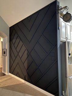Wood Design Wall diy Wood design made with and painted black Basement House, Dark Basement, Home Reno, Wood Design, Diy Design, Home Decor Inspiration, Decor Ideas, Home Projects, Home Remodeling