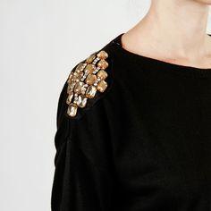 Blusa Manga Longa Tricot com Ombreiras de pedras