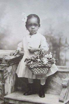 Vintage Children Photos, Vintage Pictures, Vintage Images, Vintage Ads, African American History, American Women, Idda Van Munster, American Photo, Vintage Black Glamour