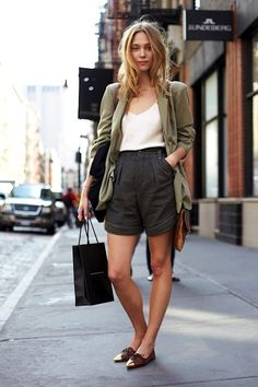 Model-Off-Duty Style: Get Zuzanna Krzatala's Polished Shorts Look (Le Fashion) - Jaye Ann Calatcat - Modetrends Fashion Models, Girl Fashion, Fashion Outfits, Womens Fashion, Fashion Top, Fashion Wear, Style Fashion, Winter Fashion, Short Outfits