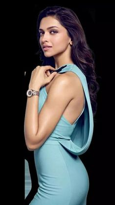 Bollywood Actresses Always Try To Use Different kind of Products For Their Skins But Look Yourself At Deepika Padukone Face And Decide. Indian Celebrities, Bollywood Celebrities, Celebrities Fashion, Indian Film Actress, Indian Actresses, Divas, Dipika Padukone, Deepika Padukone Style, Freida Pinto