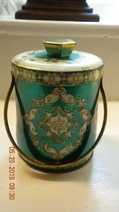 Hey, I found this really awesome Etsy listing at https://www.etsy.com/pt/listing/234746991/vintage-english-candy-tin-jewel-green