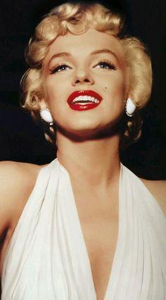 white halter neck dress + earrings/Marilyn Monroe