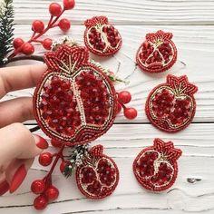 Bead Embroidery Jewelry, Fabric Jewelry, Ribbon Embroidery, Beaded Embroidery, Handmade Tags, Brooches Handmade, Handmade Jewelry, Bead Jewellery, Beaded Jewelry