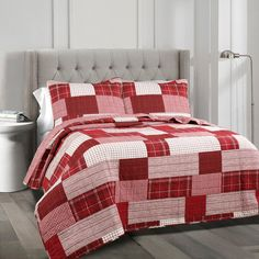 Lush Decor sells a variety of reversible quilt sets, such as the Greenville 3 Piece Quilt Set online. To view our full collection, check out our website now! King Quilt Sets, Queen Quilt, Young Adult Bedroom, Lush, Shabby, Patchwork Patterns, Quilt Patterns, Space Furniture, Decoration