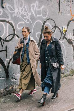 London Fashion Week Fall 2018 Best Street Style Looks - moda - Street Style Outfits, Look Street Style, Street Outfit, Mode Outfits, Street Chic, Fashion Outfits, Fashion Trends, Street Style 2018, Photoshoot Fashion