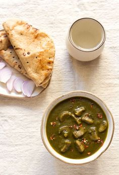 palak mushroom curry recipe – a healthy curry recipe made with spinach and mushrooms.