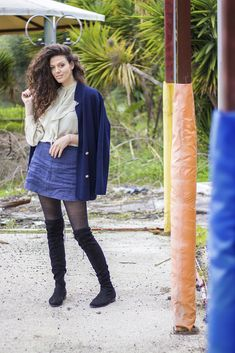 Simple look for everyday life. Overknees boots, mini in denim, blue cardigan spiced with a volant-top.