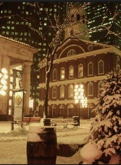Quincy Market in Boston. I cried a bit when I saw this picture. I don't get to see my city covered in beautiful snow this year and I miss it incredibly <3 Boston is and will always be my second home.