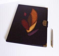 #LeatherPortfolio #Folder #DocumentHolder #Manuscrip #JournalA4 Diy Notebook, Handmade Notebook, Handmade Books, Leather Folder, Leather Photo Albums, Flame Art, Leather Portfolio, Presents For Him, Document Holder