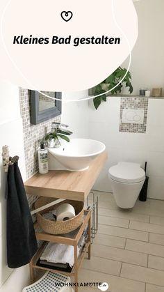 Wer sagt, dass ein kleines Bad nicht schick und gemütlich gestaltet werden kann? Avantgardistische Details, kräftige Farbakzente, platzsparende Gegenstände und ein paar Wellness-Utensilien helfen Dir dabei. So kannst Du mit wenigen Handgriffen Dein kleines Bad einrichten und in eine Wohlfühloase verwandeln. Mini Bad, Bath Mat, Wellness, Home Decor, Dark Rooms, Small Baths, Couple, Chic, Full Bath