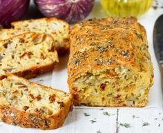 Cake salé aux tomate séchées, chèvre et graines (végétarien) : Recette de Cake salé aux tomate séchées, chèvre et graines (végétarien) - Marmiton