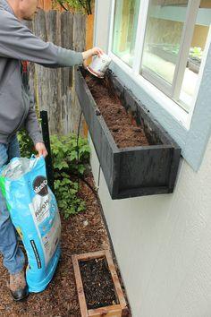 Planter Fenster oder Balkon und DIY oder wie man sich so einen Pflanzer macht Container Plants, Container Gardening, Succulent Containers, Container Flowers, Vegetable Gardening, Window Planter Boxes, Planter Ideas, Comment Planter, Window Box Flowers