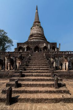 Stunning stupa in the city of Sukhotai in the center of the country. Are you traveling to Thailand? Discover the best spots for a first trip East Asia Beautiful landscape Thailand Vacation, Thailand Travel, The Beautiful Country, Beautiful Places, City Of Angels, Archaeological Site, In 2019, Southeast Asia, Where To Go