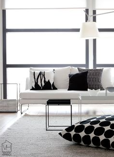Check Out 30 Timeless Minimalist Living Room Design Ideas. A minimal living room is an absolute must for any modern home. Scandi Living, Home And Living, Scandinavian Living, Living Room Designs, Living Room Decor, Living Spaces, Home Interior Design, Interior Architecture, Modern Minimalist Living Room