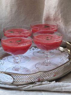 La cuisine d'ici et d'ISCA: Soupe de pastèque à la menthe & à la fleur d'oranger