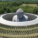 Tadao Ando envuelve una estatua gigante de Buda con un templo cubierto de lavanda Captura de pantalla del video, cortesía de Hokkaido Fan Magazine