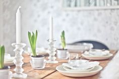 Tsaikkaa kattauksessa Table Settings, Candles, Table Decorations, Christmas, Furniture, Kitchen, Home Decor, Festivus, Xmas