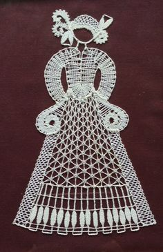 Dáma Lace Heart, Lace Jewelry, Lace Making, Bobbin Lace, Hobbies And Crafts, Handicraft, Lace Detail, Decoupage, Butterfly