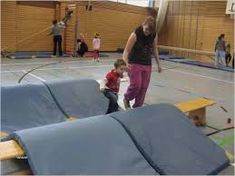 A children's gymnastics class on autumn with lots of ideas for games, exercise … - Kinderspiele Easy Makeup Tutorial, Makeup Tutorial For Beginners, Gymnastics Pictures, Children's Gymnastics, Health And Physical Education, Makeup Tutorial Foundation, School Organization, About Me Blog, Exercise