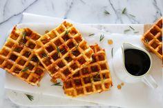 Waffles salados con queso, tocino y romero - El Gran Chef