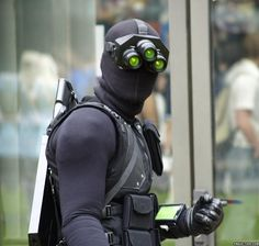 Sam Fisher cosplay (from Tom Clancy's Splinter Cell) Video Game Costumes, Video Game Cosplay, Video Games, King's Quest, Splinter Cell, Future Soldier, Amazing Cosplay, Cosplay Costumes, Cosplay Ideas