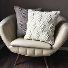 Transcendent Crochet a Solid Granny Square Ideas. Inconceivable Crochet a Solid Granny Square Ideas. Cushion Cover Pattern, Crochet Cushion Cover, Crochet Cushions, Crochet Pillow Patterns Free, Free Pattern, Afghan Patterns, Square Patterns, Free Crochet, Knitting Patterns