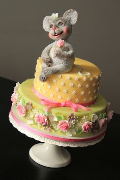Shabby chic little mouse cake