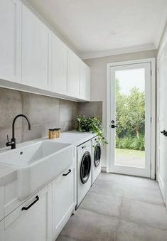 Achieving The Perfect Laundry Room Look - - Mudroom Laundry Room, Laundry Room Layouts, Laundry Room Organization, Modern Laundry Rooms, Large Laundry Rooms, Room Tiles Design, Laundry Room Inspiration, Laundry Room Design, Bathroom Interior