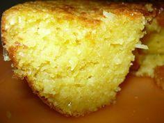 Ingredientes:  1 lata(s) de leite condensado 7 unidade(s) de ovo 1 colher(es) (sopa) de fermento químico em pó 1 xícara(s) (chá) de manteiga 1 1/4 lata(s) de milho verde