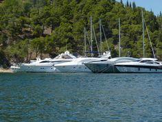 Luxusjachten vor Anker Kroatien http://ift.tt/1EBxU5q