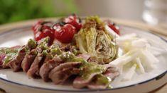 Steak met chimichurri saus, geroosterde sla en trostomaat Chimichurri, Go For It, Steaks, Cabbage, Spaghetti, Good Food, Healthy Recipes, Healthy Food, Lunch
