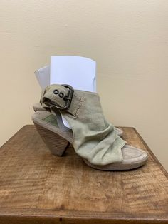 e6959c42ff09 Blowfish Shoes Open Toe Heels Womens Condition is Pre-owned.