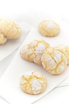 -Ghoriba al cocco - Molti di voi avranno già sentito parlare di questi deliziosi biscottini che fanno parte della cucina tradizionale marocchina. Sono caratterizzati da una sottile crosticina croccantina e l'ingrediente principale è lafarina di semola. Ovviamente ognunopuò dare libero sfogo alla fantasia e quindi aggiungere vari ingredienti all'impasto, tipo mandorle o noci, o …